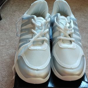 WANTED.  Sprinter.  White/Silver.  7.Med. Sneakers